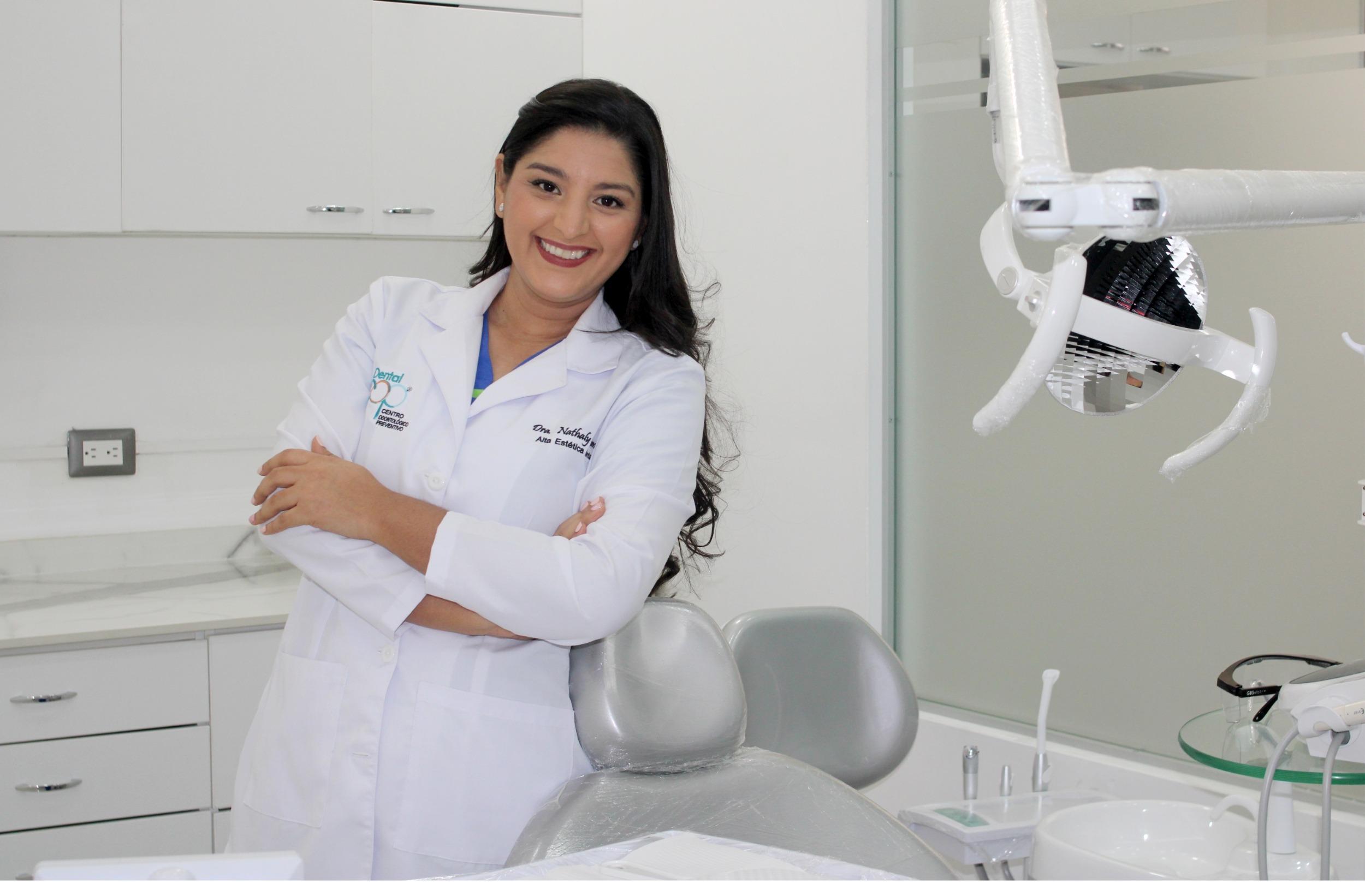 Dra-Nathaly-Gamez-Cirujano-Dental-Alta-Estetica-Dental